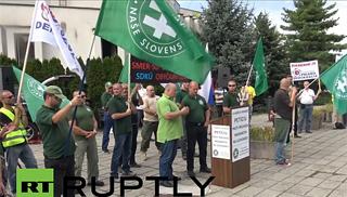 ds_Slovenia-protest